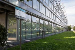 منح للطلبة الدوليين للدراسة في جامعة باريس تاك قيمتها 10000 يورو